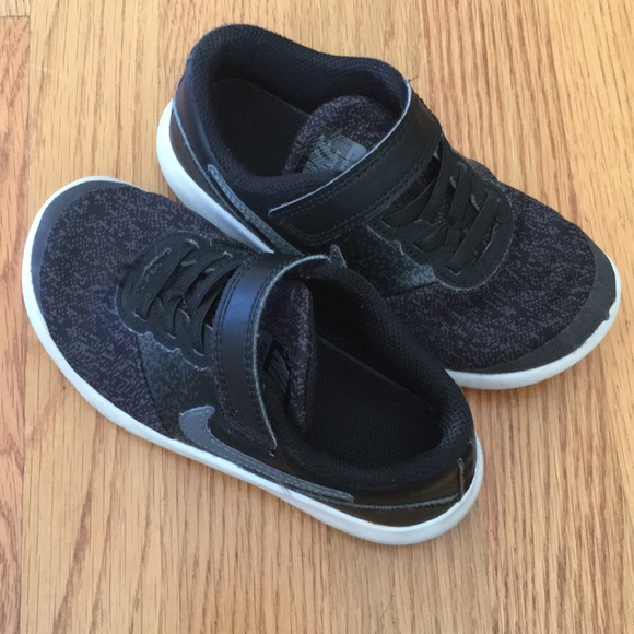 Little boys size 11 (toddler) Nike sneakers black